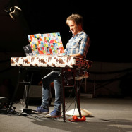 Chris Boettcher am Klavier