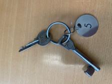 1019 Schlüsselbund mit Nr. 5 Anhänger
